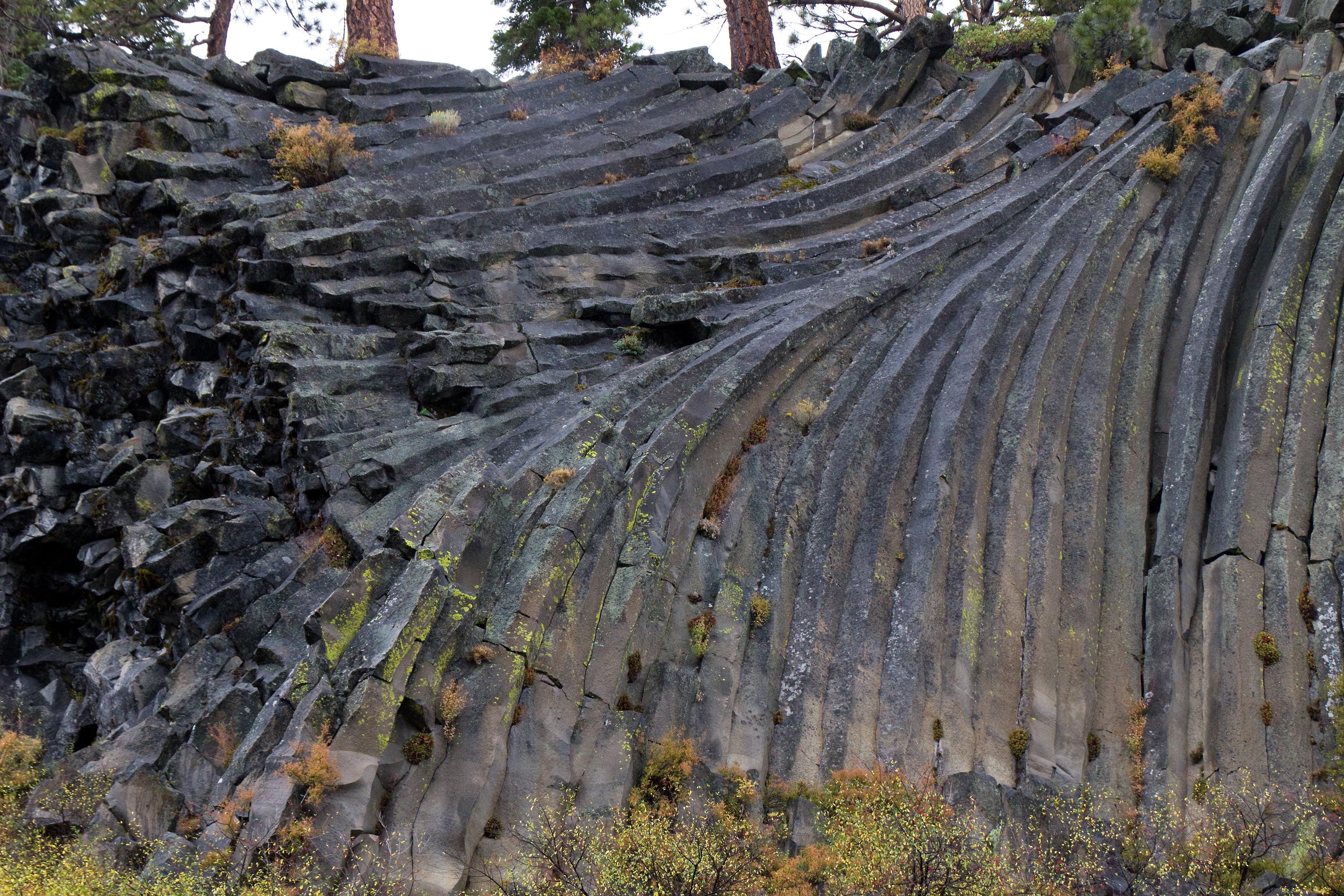 ... 2400 in California: Devil's Postpile National Monument