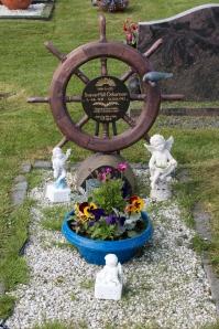Utskalakirkja Cemetery Ship's Wheel Memorial