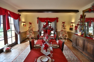 Holiday Dining Room in Historic Home