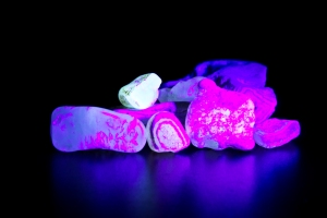 Agates Glowing under UV Blacklight