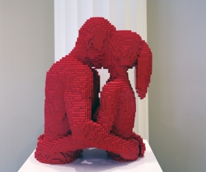 LEGO Couple Kissing